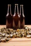 Бутылки домодельной машины крышек пива и бутылки Стоковая Фотография RF
