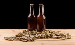 Бутылки домодельной машины крышек пива и бутылки Стоковые Фотографии RF