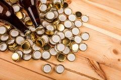 Бутылки домодельной машины крышек пива и бутылки Стоковые Изображения