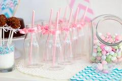 Бутылки опарника и молока конфеты Стоковые Изображения RF