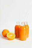 3 бутылки оранжевая свежей на белой предпосылке Стоковое Фото