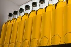 Бутылки оливкового масла в строке Стоковая Фотография RF