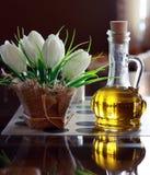 Бутылки оливкового масла и уксуса на таблице в итальянском кафе. Стоковые Фото