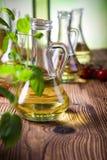 Бутылки оливкового масла, среднеземноморская сельская тема Стоковые Изображения RF