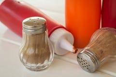 Бутылки перца с источником томата и chili Стоковые Фотографии RF