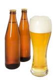 2 бутылки пива и стекла пива Стоковое фото RF
