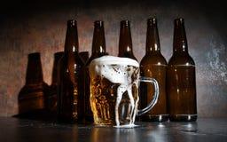 бутылки пива предпосылки красят нежный померанцовый сфотографированный желтый цвет студии Стоковые Изображения RF