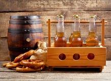 Бутылки пива с бочонком стоковая фотография
