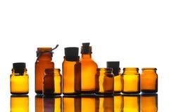 Бутылки различного желтого цвета медицины прозрачные Стоковые Изображения RF