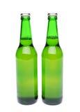 2 бутылки светлого эля на белой предпосылке. Стоковые Изображения RF