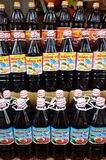 Бутылки соуса рыб в магазине розничной торговли Стоковое Изображение