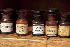 Бутылки старой стоматологии медицинские винтажные Стоковая Фотография
