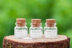 Бутылки с глобулами гомеопатии Стоковое Фото