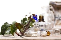 Бутылки с глобулами гомеопатии Стоковые Изображения