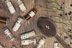 Бутылки с глобулами и ложкой гомеопатии Стоковые Фото