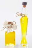 2 бутылки с естественным маслом Стоковая Фотография