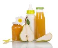 Бутылки с молоком и соком, изолированным банком пюра плодоовощ Стоковое Изображение RF