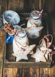 Бутылки с молоком для печенья пряника Санты и рождества домодельные Стоковое Фото