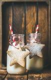 Бутылки с молоком для печенья пряника Санты и рождества праздничные Стоковое Изображение