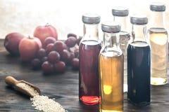 Бутылки с различными видами уксуса Стоковое Изображение