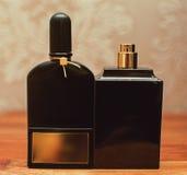 Бутылки дух в деревянной предпосылке Стоковые Изображения RF
