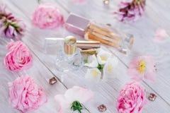 Бутылки дух с цветками Стоковые Изображения