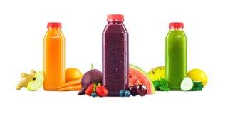 Бутылки фруктового сока фрукта и овоща на белой предпосылке Стоковые Изображения