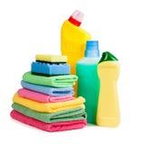 Бутылки химикатов, губки для моя блюд и салфетки Стоковая Фотография