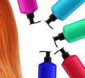 Бутылки шампуня и красные волосы изолированные на белизне Стоковое Изображение