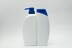 Бутылки шампуня и проводника с голубой крышкой Стоковые Фото