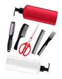 Бутылки шампуня, красные ножницы и гребни изолированные на белизне Стоковые Изображения