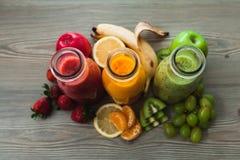 3 бутылки smoothies свежих фруктов Стоковая Фотография