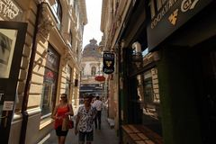 Бухарест - жизнь дня в старом городке стоковые фото