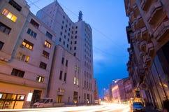 Бухарест к ноча - Calea Victoriei стоковая фотография rf