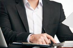 Бухгалтер высчитывая финансы Стоковая Фотография RF