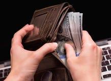 Бухгалтер женщины с деньгами Стоковое Изображение RF