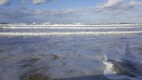 Бушуйте, ветреная погода на береге моря Средиземного моря, Хайфы, Израиля Стоковые Изображения RF