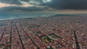 Бушуйте промежуток времени Испания панорамы 4k залива городского пейзажа Барселоны неба воздушный акции видеоматериалы