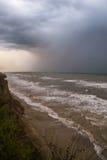 Бушуйте фронт над водой с стеной дождя Стоковые Фото