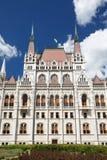 Будапешт, Венгрия Здание парламента с венгерским флагом Стоковые Фотографии RF