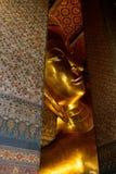 Будда, большой золотой возлежа Будда Wat Phra Chetuphon по месту известное как Wat Pho Стоковое Изображение