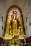 Будда внутри виска Ananda, Bagan Стоковые Изображения RF