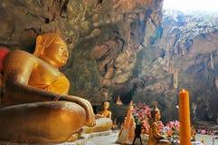 Будда в пещере Стоковые Фотографии RF