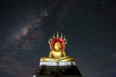 Будда сидя с млечным путем Стоковая Фотография
