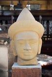 Будда смотрит на скульптуру Стоковое фото RF