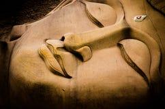Будда смотрит на Стоковая Фотография