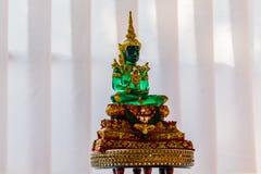 Будда сделал из зеленого нефрита в виске Стоковая Фотография