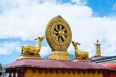 Буддийская мандала на верхних частях крыши в Лхасе, Тибете Стоковое фото RF