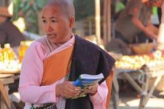 Буддийская монашка в Мьянме Стоковая Фотография