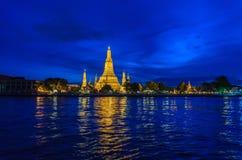 Буддийская пагода на ноче Стоковое фото RF